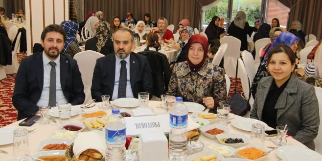 AK Parti Bursa'da Anneler Günü Buluşması
