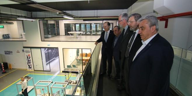 BALKANTÜRKSİAD Yönetimi, Bursa Model Fabrika'yı Gezdi