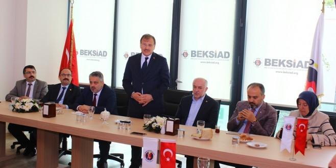 Başbakan Yardımcısi Çavuşoğlu BEKSİAD Üyeleriyle Bir Araya Geldi