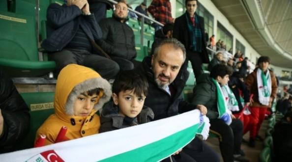 Başkan'ın Nusaybinli çocuklarla maç keyfi