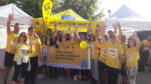 """Bursa'da 2 bin kişi iyilik için Eker ile """"I RUN"""" dedi!"""