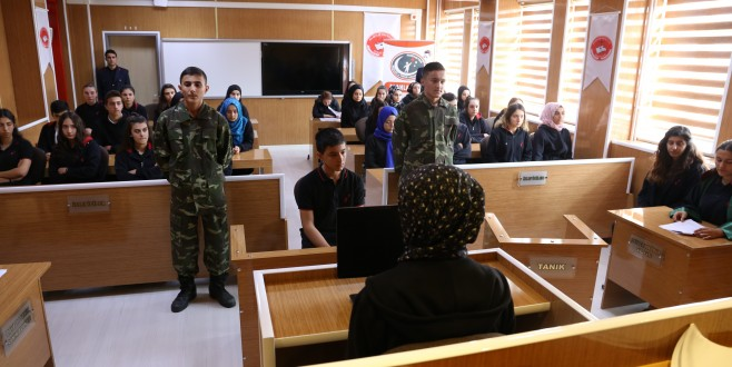 Bursa'da bu okulda adliye de var, cezaevi de...