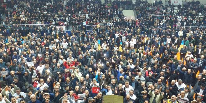 Bursa'da EYT'liler spor salonuna sığmadı