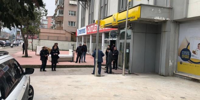 Bursa'da kar maskeli şahıs PTT şubesini soydu