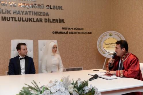 Bursa'da yabancı gelin ve damatlar Osmangazi'yi seçti