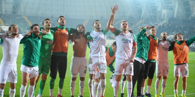 Bursaspor sahaya yerli futbolcularla çıkıyor