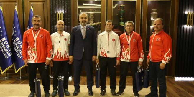 Büyükşehir'den veteran güreşçilere tam destek