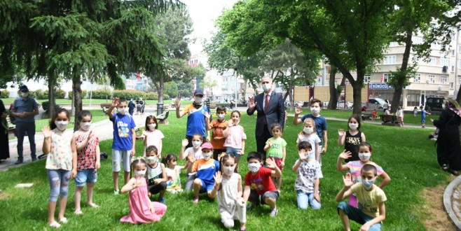 Çocukların Maskeleri Başkan Amcadan