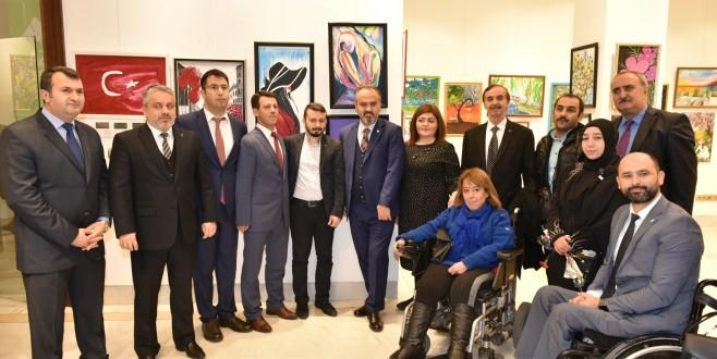 Engelli ressamlar hünerlerini Bursalılara sundu