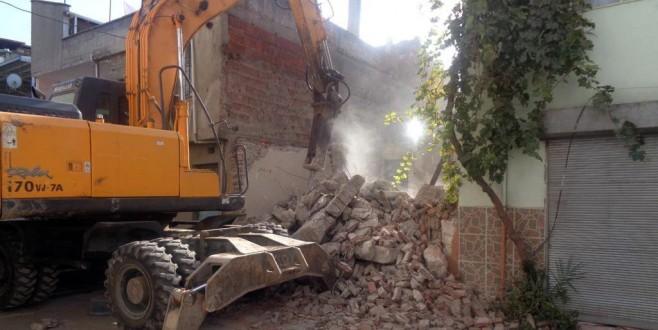 Madde Bağımlılarının Mesken Tuttuğu Metruk Bina Yıkıldı
