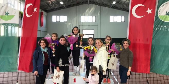 Osmangazi'de Şampiyonlar Kürsüye Çıktı